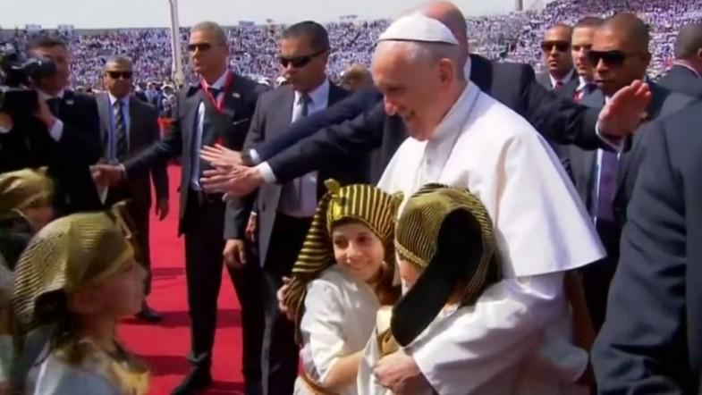 Pope Francis visits Egypt three weeks after deadly attacks on Copts