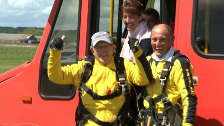 101-year-old D-Day veteran breaks skydiver record