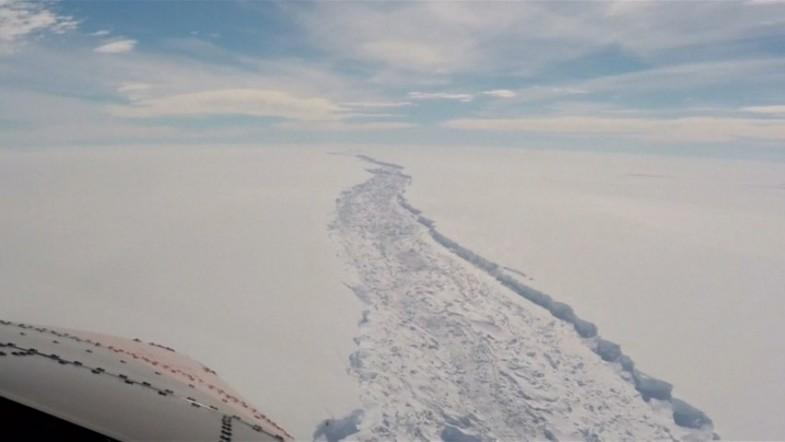 One trillion-ton Iceberg breaks off Antarctica