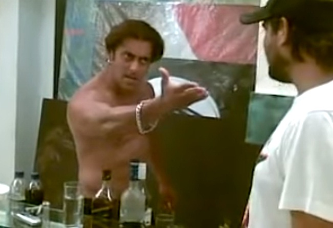Leaked Shirtless Drunk Salman Khan Shows Some Funny -6025