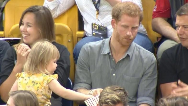 Sneaky child steals Prince Harrys popcorn at Invictus games