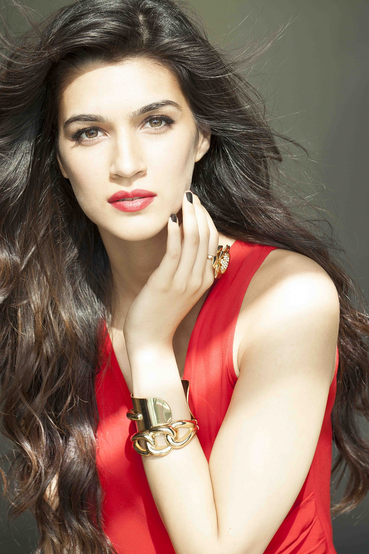 Guess Which Handsome Hunk Is Paired Opposite Kriti Sanon -6286