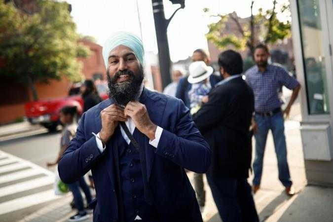She Said Yes Here S How Canada S Sikh Politician Jagmeet Singh Proposed To Fiance Gurkiran Kaur Ibtimes India