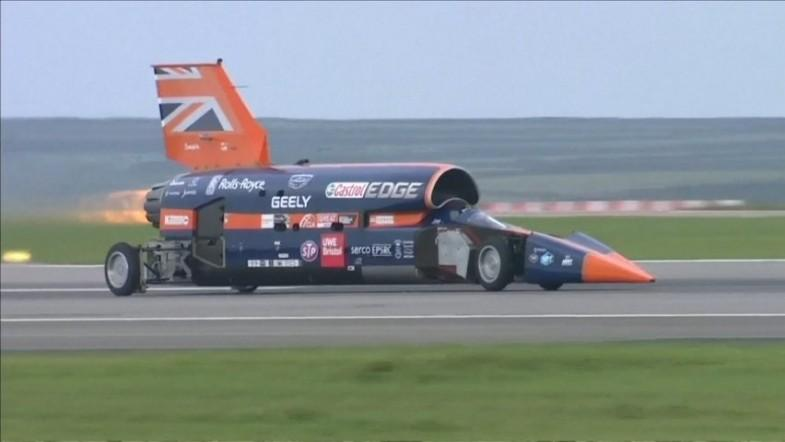 Bloodhound supersonic car aiming to break 1000mph passes first test run