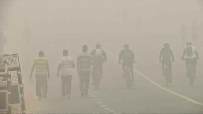 Toxic smog hits Indias capital Delhi