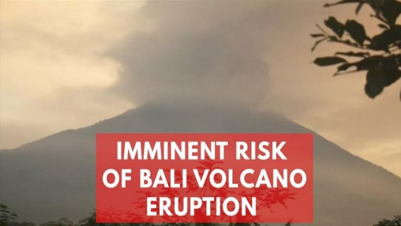 Bali volcano alert raised to highest level, hundreds stranded in airport