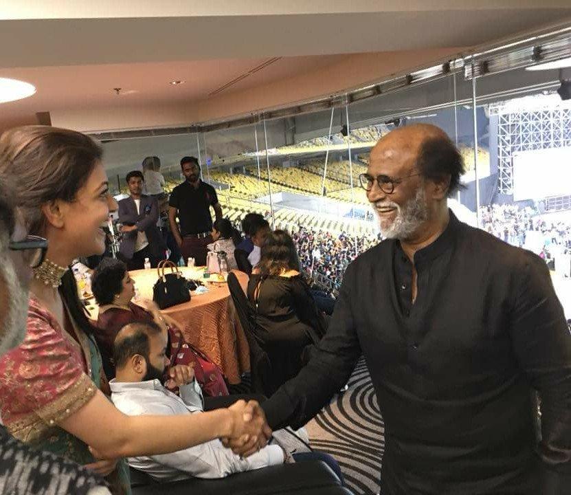 Viral News Today Home: Natchathira Vizha 2018: Kajal Aggarwal's Fangirl Moment