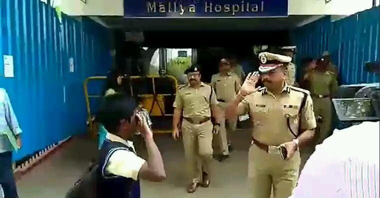 Bengaluru Police Commissioner Salute School Boy