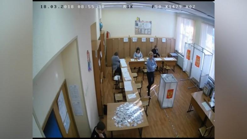 CCTV footage appears to show ballot stuffing during Russian election