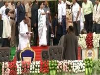 Mamata Banerjee reprimanding DIG Neelamani Raju at the oath-taking ceremony of Karnataka's new Chief Minister HD Kumaraswamy