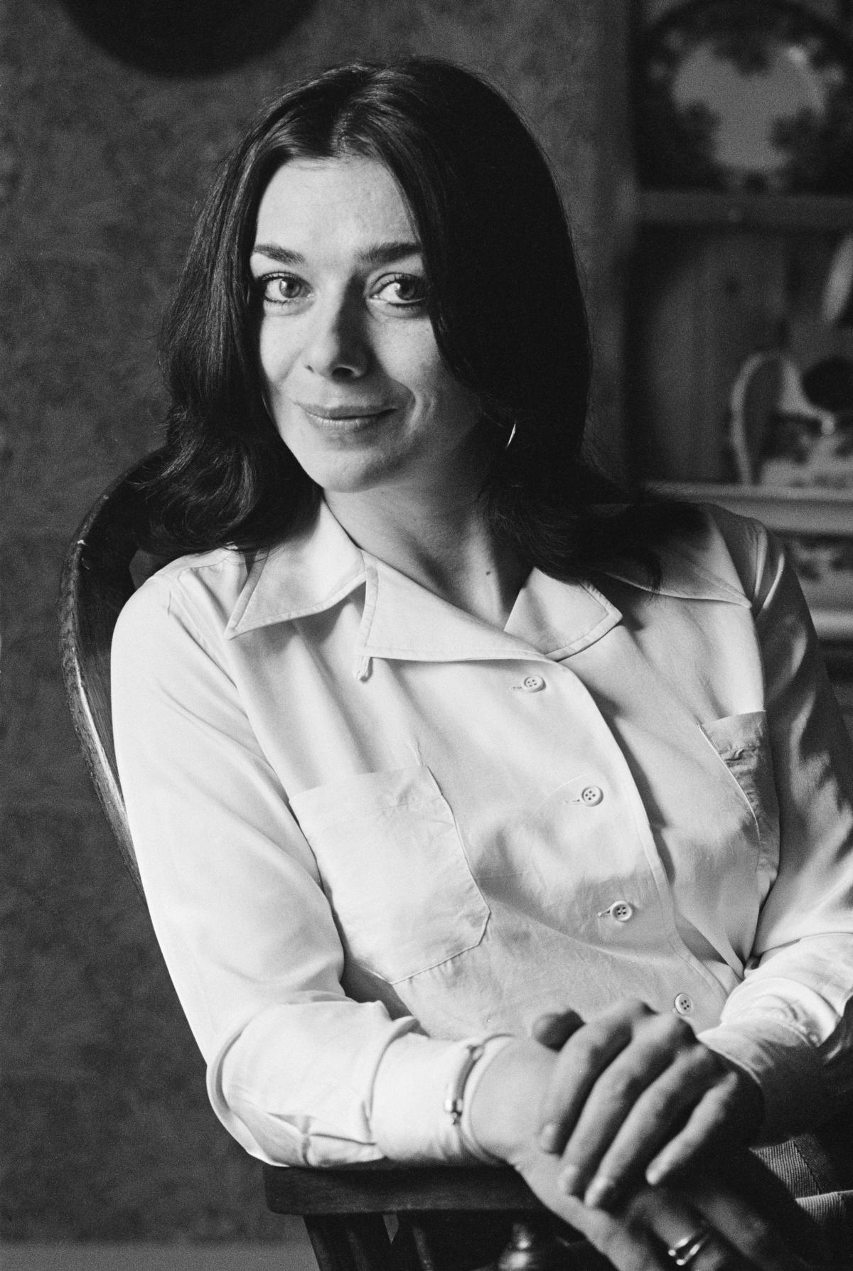 Lovi Poe (b. 1990) picture