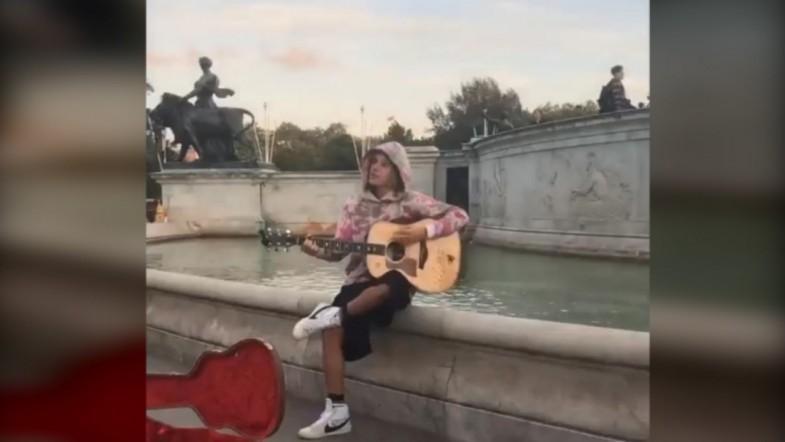 Justin Bieber Serenades Hailey Baldwin In London