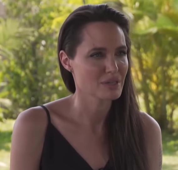 Truth behind Keanu Reeves dating Angelina Jolie revealed