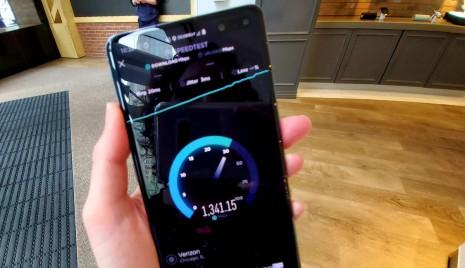 Watch mind-blowing 5G network speed test cross 1Gbps on Samsung Galaxy S10