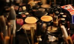 Make-up kit essentials for summer vacations