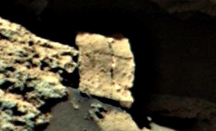 Cross sign on Mars