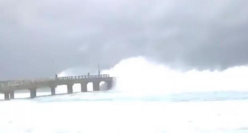 Old video shared as Bandra-Worli Sea Link getting by high tides
