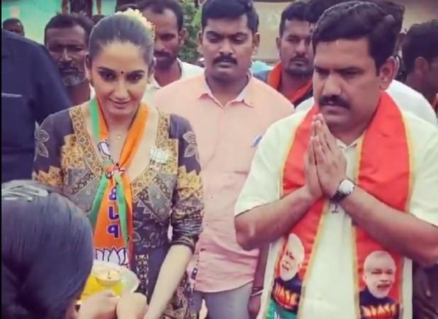 Ragini Dwivedi's pics with CM BS Yediyurappa's son causing embarrassment to  BJP - IBTimes India