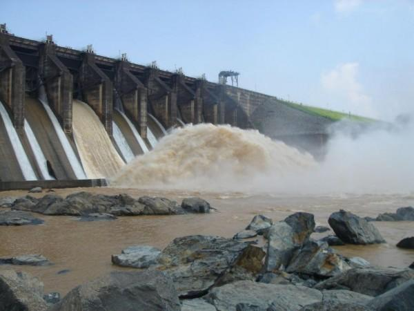 Durgapur barrage lock gate damaged, panic of flood in Bengal villages.