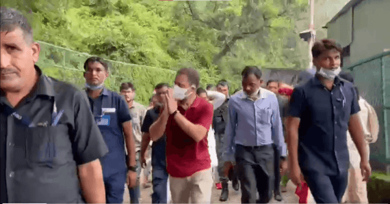 Rahul Gandhi visits Vaishno Devi shrine on foot; to stay for aarti, return next day [watch] - IBTimes India
