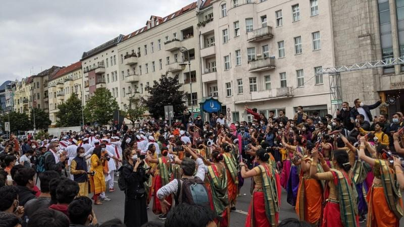 A picture of Ganesha Visarjan in Berlin shared by Nimish Sawant
