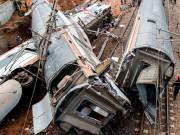 Deadly train-wreck kills and injures several people near the Moroccan capital Rabat