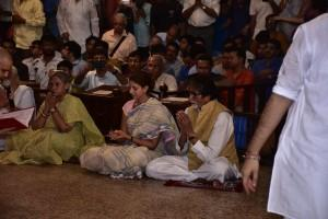 amitabh-bachchan-family-durga-pandal