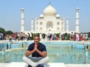 The alluring beauty of the Taj Mahal always draws international celebrities