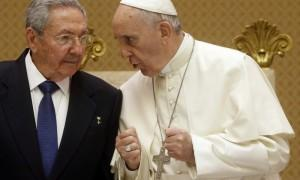 Pope Francis (R) talks with Cuban President Raul Castro during a private audience at the Vatican