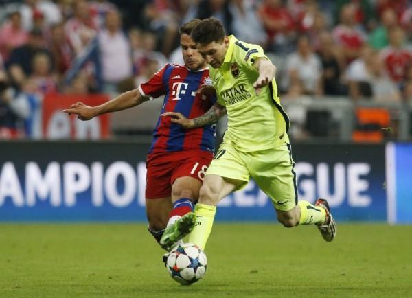 Bayern defender Alaba makes a special own goal against ...   Barcelona- Bayern
