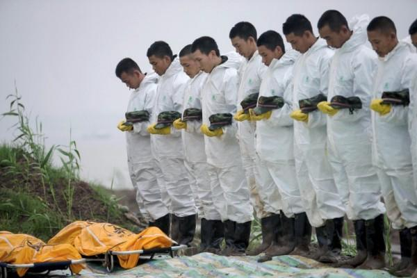 China Ferry Disaster: Stricken ship hoisted from Yangtze ...