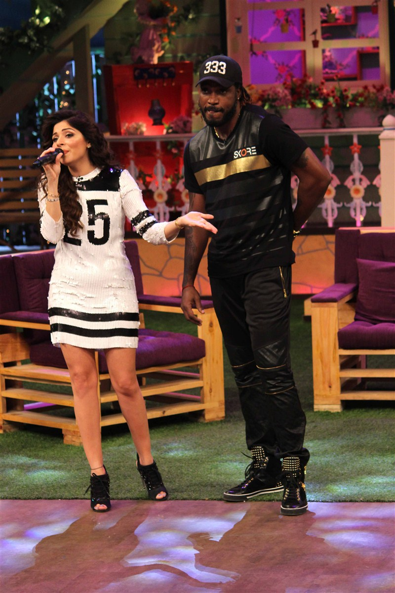 Mika Singh, Kanika Kapoor and Chris Gayle on the sets of ...