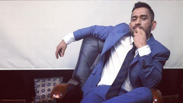 MS Dhoni posed like Rajinikanth's Kabali style - Photos ...