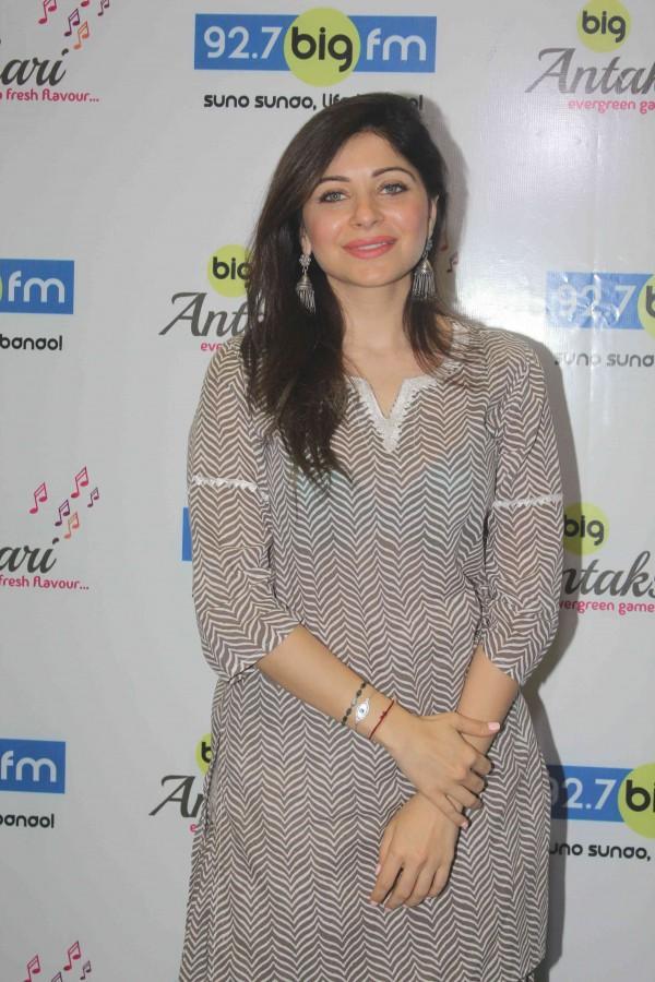 Kanika Kapoor launches musical game Antakshri on 92.7 BIG ...