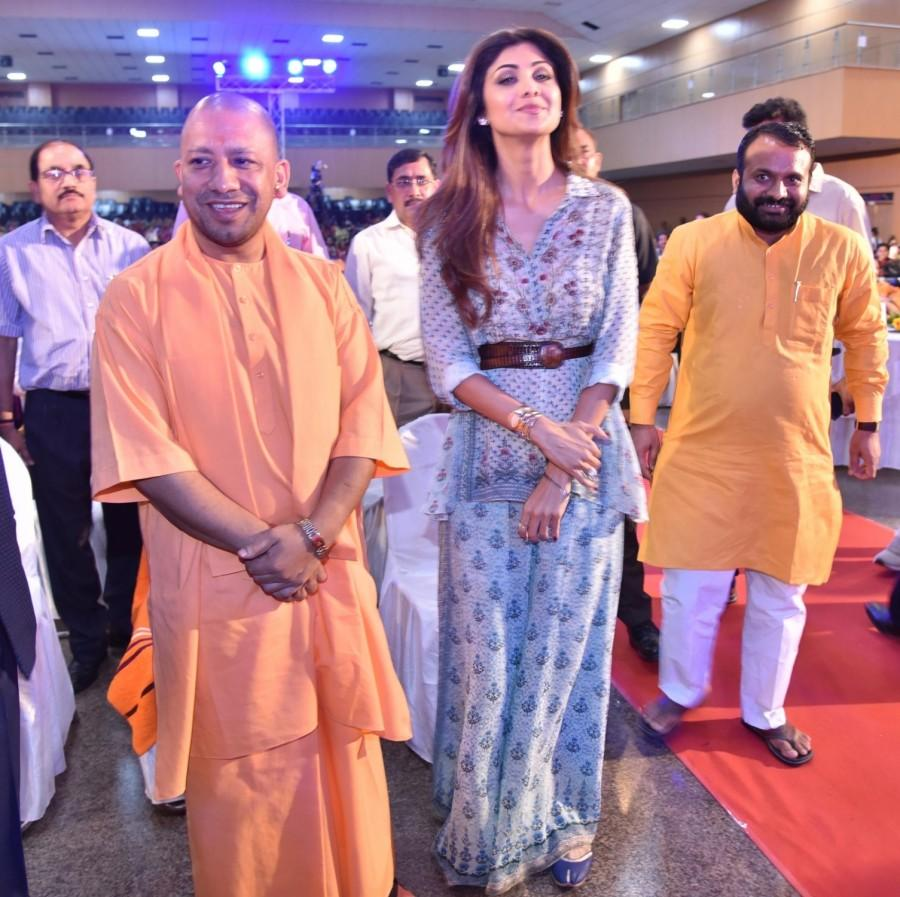 Shilpa Shetty meets UP CM Yogi Adityanath - Photos,Images,Gallery - 73778