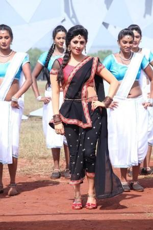 radhika-well-known-face-sandalwood-film-industry-she-made-her-debut-age-14-kannada-film