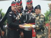 Pakistan Independence Day: Pakistan Rangers and BSF exchange sweets at Wagah border