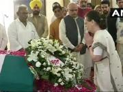 Atal Bihari Vajpayee death: Modi, Sonia Gandhi, Ram Nath Kovind and others pay tribute to former Prime Minister